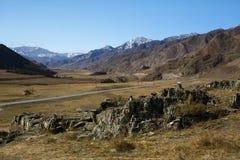 短文Kalbak塔什和在阿尔泰山的Chuya高速公路,俄罗斯 自然 库存照片