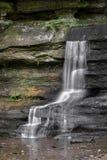 短暂小瀑布- Hocking小山国家公园 免版税库存图片