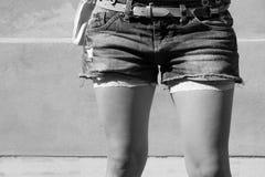 短的牛仔裤 免版税图库摄影