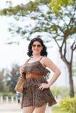 短的豹子礼服的妇女 免版税库存照片