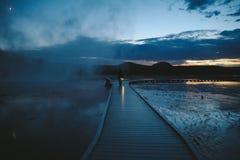 黄石中途喷泉水池日落 免版税库存照片