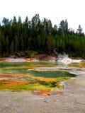 黄石五颜六色的水池 库存照片