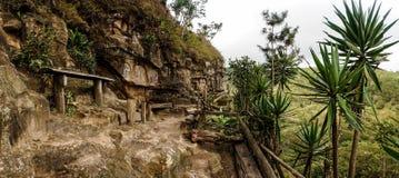石人阿尔贝托古铁雷斯在Esteli,尼加拉瓜制作大多数的石头他的生活 免版税库存照片