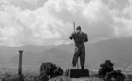 石人雕象在庞贝城,意大利 blak和白色 库存照片