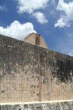 石圆环,盛大Ballcourt细节在奇琴伊察,墨西哥 库存图片