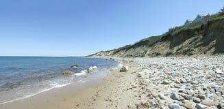 石块海岛峭壁和沙丘 免版税库存照片