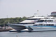 石块海岛高速轮渡 免版税图库摄影