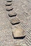 石垂直的方式 免版税库存照片