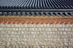 石墙和瓦屋顶韩国传统 库存图片