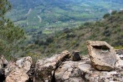 石墙由在山的岩石做成 库存图片