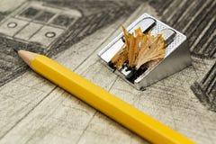 石墨铅笔和磨削器在黑白图画背景  库存图片