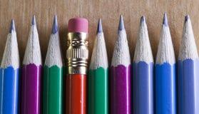 石墨铅笔连续说谎,一支铅笔有在末端的一个橡皮擦 图库摄影