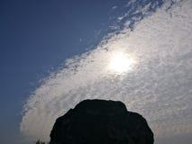 石头和云彩 免版税库存照片