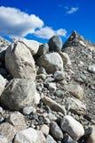 石头和石渣堆  免版税库存图片