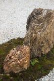 石头和青苔在假山花园里 库存图片