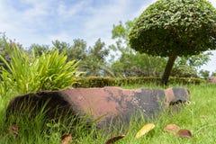 石头在一个美丽的公园 免版税库存照片