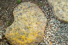 石头在走廊被放置 免版税库存图片