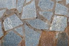石头墙壁,石墙,灰色颜色花岗岩纹理在一个夏日 免版税库存照片