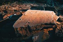 石头安置了一在另一冻顶部由寒冷 库存照片