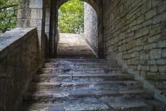 石头楼梯在城堡的 免版税图库摄影