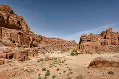 石头被雕刻的国王坟茔在古城Petra 库存图片
