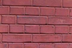 石头长方形正方形行绘了与垂直和水平线难看的东西背景的浅红色的油漆 库存照片