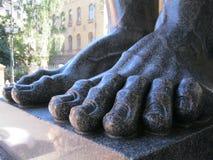 石头, Atlanteans的一只巨大的脚在圣彼德堡 免版税库存图片