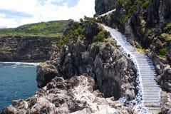 石峭壁岩石的台阶 免版税库存图片