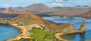 石峰岩石和周围全景在Bartolome 免版税库存图片