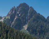 石峰的上面在瑞尼尔山 免版税库存图片