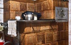 石工加热器在老厨房里 库存照片