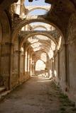 石弧在被放弃的修道院de Rioseco里 免版税库存照片