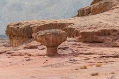 石形成在地质自然公园Timna,以色列 免版税库存照片
