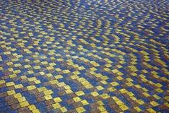 石方形的铺路板的片段的色的纹理 免版税库存照片