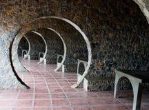 石曲拱村庄走廊 免版税图库摄影
