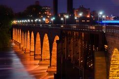 石曲拱桥梁 库存图片