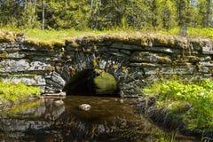 石曲拱桥梁Jamtland 库存照片