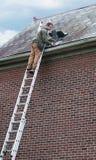 石板屋顶工作者 免版税图库摄影