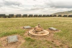石标在黄牛无盖货车laager的中心在Bloedrivier的 库存图片