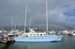 石标细索小游艇船坞在昆士兰澳大利亚 免版税库存图片