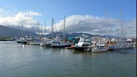 石标细索小游艇船坞在昆士兰澳大利亚 库存照片