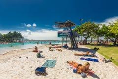 石标;澳大利亚- 2017年4月17日 t的热带游泳盐水湖 库存照片