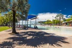 石标;澳大利亚- 2017年4月17日 t的热带游泳盐水湖 免版税库存照片