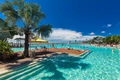 石标;澳大利亚- 2017年4月17日 t的热带游泳盐水湖 免版税库存图片