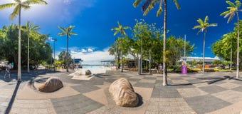 石标;澳大利亚- 2017年4月17日 t的热带游泳盐水湖 图库摄影