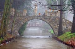 石桥梁。 库存照片