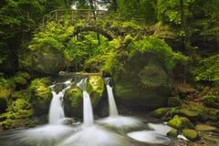 石桥梁和瀑布在卢森堡 免版税库存图片