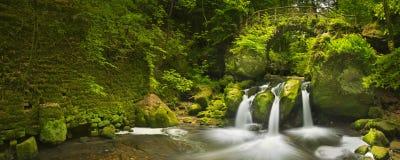 石桥梁和瀑布在卢森堡 免版税图库摄影