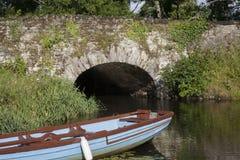石桥梁在基拉尼国家公园,凯里郡 免版税库存照片