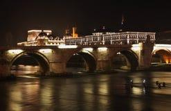 石桥梁在斯科普里 马其顿 免版税库存图片